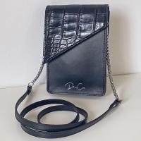 Comenzamos a mostraros la nueva colección con ALANA nuestra bandolera smartphone en tono negro y solapa en coco 🖤  Ya disponible en: www.dancrisbags.com   ¿Qué os parece? Déjanoslo en los comentarios 😍  . . . . . . .  #alana #2021 #verano #ilusion #bolso #bag #brand #negro #bandolerasmartphone #smartphone #leather #bandoleras #art #design #piel #españa #andalucia #cadiz #ubrique #style #branding #cuir #branddesign #moda #brandidentity #fashionbag #madeinspain #dancris #dancrisspain #dancrisubrique