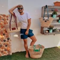 Si tienes dudas y no sabes con cuál quedarte… haz como él, llévate tres 😍  www.dancrisbags.com  Feliz fin de semana a todos y todas, el domingo descubriréis por qué hemos estado esta semanas tan desconectados de las redes sociales… LLEGA LA NUEVA COLECCIÓN ❤️  Una vez más, mil gracias siempre 🥰  . . . . . . .  #artesania #capazospersonalizados #verano #love #capazos #bolsos #moda #bag #fashion #leather #cestas #happy #design #bag #piel #bolsospiel #españa #andalucia #cadiz #ubrique #style #branding #cuir #beautiful #photooftheday #zara #madeinspain #madeinubrique #dancris #dancrisbags