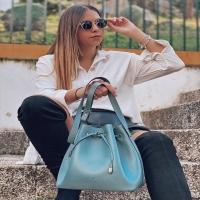 GRETA 💙  ÚLTIMA UNIDAD DISPONIBLE.  www.dancrisbags.com   Infórmate sin compromiso 😁  . . . . . . .  #otoño #cute #invierno #love #instagood #bolso #bag #fashion #leather #art #happy #design #piel #españa #andalucia #cadiz #ubrique #style #branding #cuir #beautiful #photooftheday #fashionbag #madeinspain #madeinubrique #dancris #dancrisspain #dancrisubrique